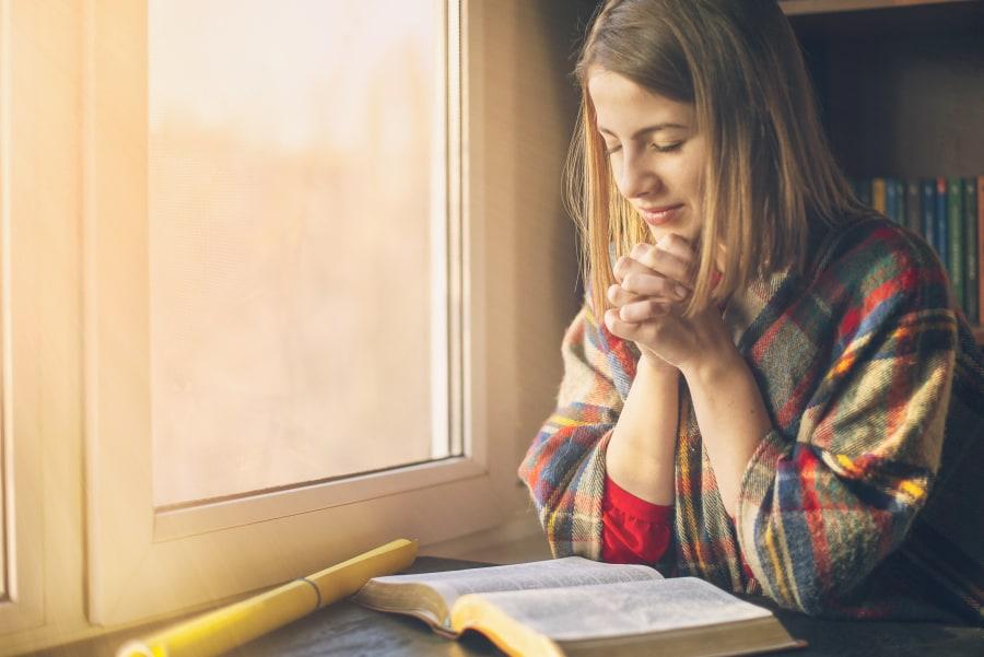 christian woman praying